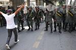 Yingluck được thả tự do, quân đội ra tối hậu thư cho người biểu tình