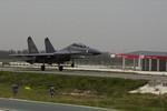 Trung Quốc: Biến đường cao tốc thành đường băng quân sự