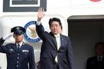 Thủ tướng Nhật lên đường sang Singapore dự Đối thoại Shangri-la
