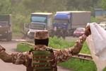 Video: Quân đội Ukraine, lực lượng ly khai trao đổi thi thể