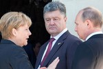 Poroshenko kêu gọi Putin ngăn chặn vận chuyển vũ khí vào Ukraine