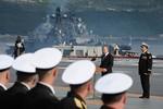 Putin lên tàu sân bay Admiral Kuznetso duyệt đội ngũ Ngày Hải quân