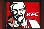"Sự cố thịt bẩn tiếp tục ""càn quét"" KFC, Pizza Hut"