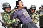 Trung Quốc thưởng 49 triệu USD cho những người dân hỗ trợ bắt khủng bố