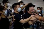 Ảnh: Sự xuất hiện của bên thứ 3 gây bạo lực ở Hồng Kông