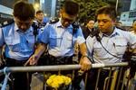 Phe biểu tình Hồng Kông nhượng bộ khi hạn chót đến gần