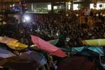3 lãnh đạo nộp mình cho chính phủ, sinh viên Hồng Kông vẫn biểu tình