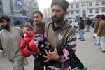Taliban tấn công trường học, hơn 100 người thiệt mạng