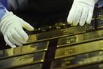 Ngân hàng trung ương Ukraine mua phải 300.000 USD vàng giả
