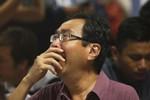 AirAsia: Tiếp tục công việc nghiệt ngã, người thân phát điên khi xem TV