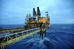 Giá dầu tiếp tục giảm xuống mức thấp kỷ lục