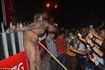 Ấn Độ: Cướp nghi phạm hiếp dâm kéo lê trên phố và đánh đập đến chết