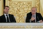 Kinh tế khó khăn, Putin giảm 10% lương của một loạt quan chức cấp cao