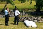 Tìm thấy mảnh cánh lớn của MH370 trên một đảo của Pháp?