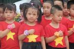 Ngập tràn sắc cờ hoa ngày toàn dân đưa trẻ tới trường