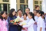 Hoa, quà hay phong bì cho ngày Nhà giáo Việt Nam?