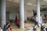 Hàng trăm tiểu thương tập trung phản đối Ban quản lý chợ Vườn Hoa