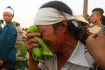 Rơi nước mắt trước đám tang vợ chồng chủ hiệu cầm đồ bị sát hại