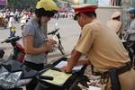 Công an phường Đông Thọ bị tố thu giấy tờ xe của người dân trái quy định