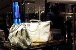 Cảnh mua bán tấp nập bên trong cửa hàng Gucci-Milano Hà Nội