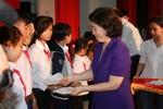 Vinamilk trao học bổng cho học sinh nghèo, mồ côi, khuyết tật Bến Tre