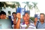 """Đóng dấu """"hủy"""" vào hơn 110 hộ chiếu Trung Quốc có in """"đường lưỡi bò"""""""