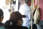"""Đau lòng trước cảnh cụ già bị """"bạc đãi"""" trên xe buýt"""