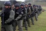 Lính thủy đánh bộ Mỹ tập trận với cảnh sát đặc nhiệm ở Guam