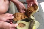 Rộ nghi vấn dép nhựa Trung Quốc có chất gây ngứa chân