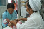 """Vụ 3 trẻ tử vong sau khi tiêm vắc-xin: Nghi ngờ mũi tiêm có """"chất lạ"""""""