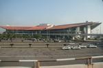 """Bộ trưởng Đinh La Thăng chỉ ra """"nhiều bất cập"""" ở sân bay Nội Bài"""