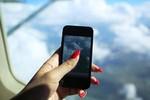 Một nữ hành khách bị cấm bay 4 tháng vì dùng điện thoại