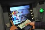 Chỉ 60 giây để đổi ngoại tệ tại ATM VietinBank