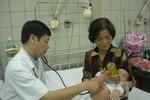 Sau Tết, trẻ viêm phổi ồ ạt nhập viện