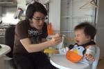 Clip: Độc chiêu dỗ trẻ ăn bằng 'Gangnam Style'