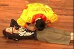 Thót tim thí sinh Got Talent dùng răng nâng bổng Thúy Hạnh