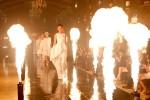 Tập 2 Vietnam's Next Top Model: Bùng nổ màn catwalk với lửa