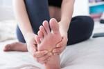 Lợi ích bất ngờ khi massage chân trước khi lên giường