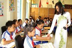 Vì nhiệt tình, yêu thương trò mà giáo viên phải lạy phụ huynh và bồi thường sao?