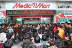 Chen lấn 'nghẹt thở' mua hàng khuyến mại dịp cuối năm