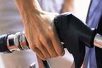 """Doanh nghiệp xăng dầu """"kêu"""" lỗ, đề nghị tăng giá"""