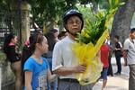 Dòng người mang hoa bắt đầu vào viếng Đại tướng Võ Nguyên Giáp