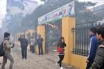Hình ảnh 250 HS mầm non di tản khẩn cấp khỏi đám cháy ở HĐ