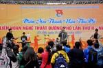 Giới trẻ Hà thành dầm mưa tham gia nghệ thuật đường phố