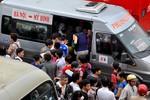 Hà Nội: Giơ tay, chen lấn, đợi chờ để lên xe về quê nghỉ lễ