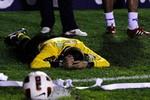 Sốc: Cầu thủ đánh chết trọng tài ngay trên sân