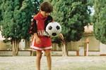 Mới 10 tuổi Messi đã 'diễn ảo thuật' với trái bóng