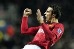 Sir Alex tôn Van Persie lên ngang tầm Cantona, Ronaldo...