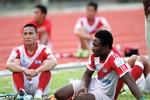 Cầu thủ Việt cầm đồ chờ thưởng Tết