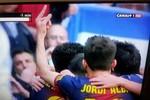 Sao Barca tặng 'ngón tay thối' cho CĐV Real Madrid